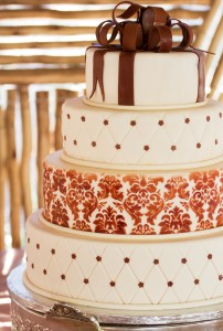 Beautifully simple wedding cakes!